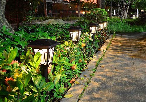 The Many Advantages of Using Solar Lighting in the Garden